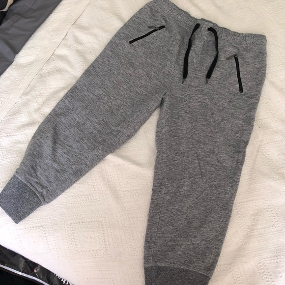 ▪️3 for 30 ▪️ Grey and Black Capri Joggers